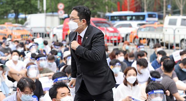 """의협 14일 파업강행…""""업무정지 처분땐 의사면허증 불태우겠다"""""""