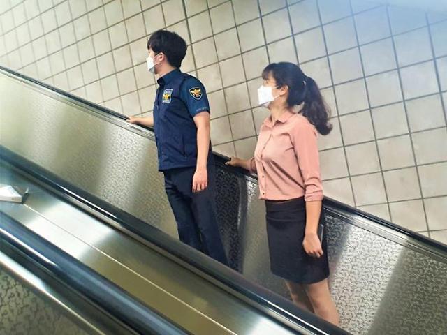 일산동부경찰서, 몰카 방지 옆으로 서기 캠페인 여론 뭇매 맞고 중단