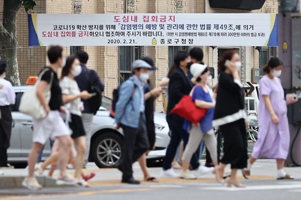 [코로나19] 5개월 만에 최다... 야구·축구 무관중, 박물관·노래방 중단되나