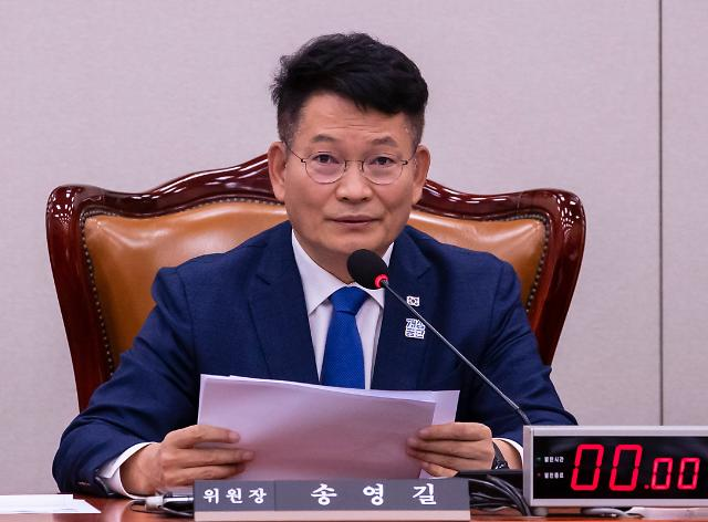 """송영길, 외교관 성추행에 """"친한 남자끼리 배·엉덩이 툭툭 치지 않나"""""""