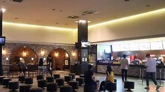 Các rạp chiếu phim tại Hàn Quốc đẩy mạnh giãn cách trong các phòng chiếu…Giảm số vé bán ra 70% → 50%