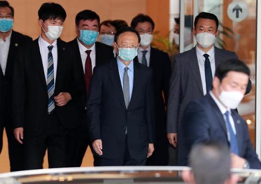 杨洁篪抵达釜山金海机场
