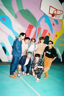 BTS liên tiếp ghi nhận các kỷ lục mới với Dynamite
