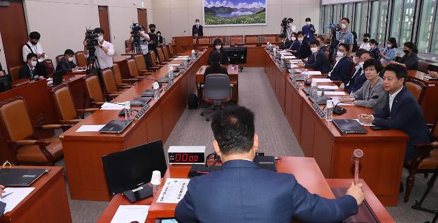강경화·이인영, 국회 외통위서 북미협상·北 수해 등 보고