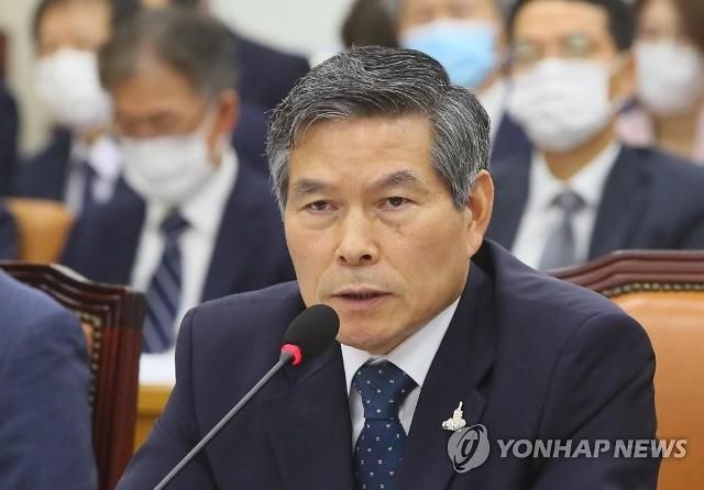 """정경두 국방 """"추미애 아들 휴가·병가 절차 따라 진행"""""""