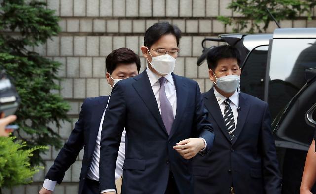 """이재용 부회장 기소에 '삼성 미래 사업' 발목...""""잃어버린 10년 우려"""""""