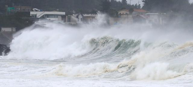 태풍 마이삭, 내일 새벽 내륙 강타…하이선도 한반도에 영향