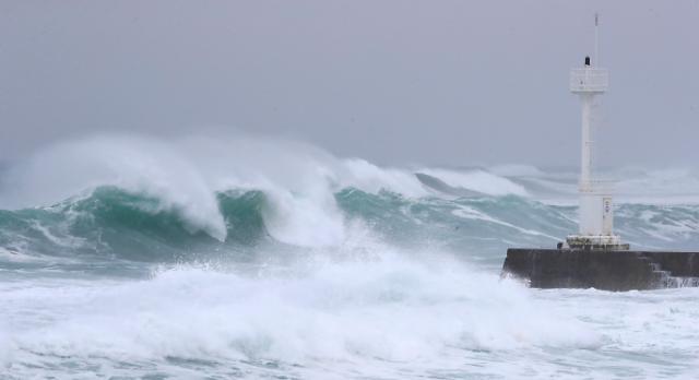 """台风""""海神""""7日将经由韩国东部海域北上"""