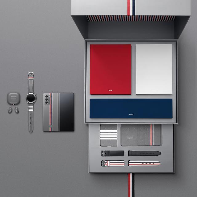 """""""패션하우스와 기술기업의 결합"""" 삼성전자, 톰브라운과 협업으로 패션테크 개척 성과"""