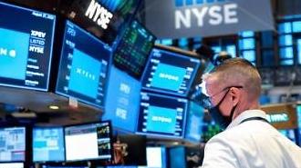 Cổ phiếu kỹ thuật tại thị trường chứng khoán New York đã bị bán tháo trong 3 ngày liên tiếp...Chỉ số NASDAQ sụt giảm 4.11%