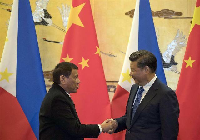 """[그 남자의 생존법] """"-16% 역성장""""...40년만 경제 위기에 중국 찾는 필리핀 두테르테"""