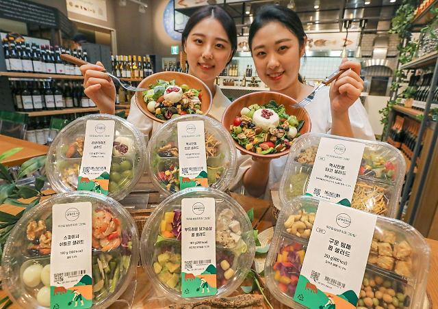 """""""확찐자될라""""…식탁 메인 차지한 샐러드"""