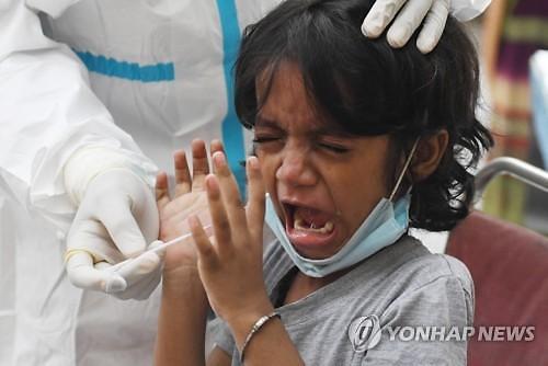 인도, 하루에 9만5000명 감염...세계 기록 또 갈아치워