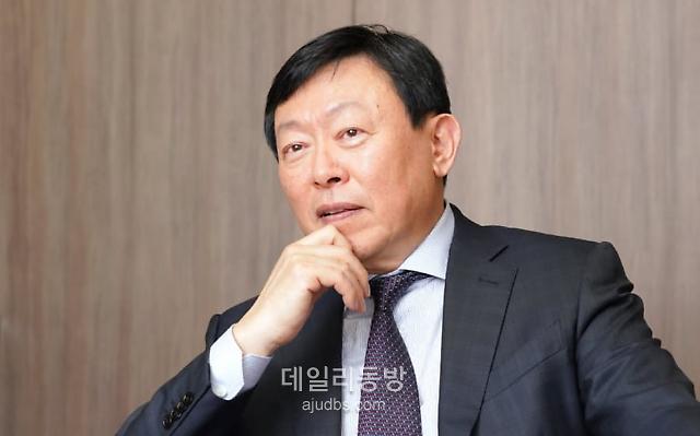 [기업S토커-롯데] 내던져진 기업가치, 신동빈 중심 지배력 강화는 더욱 '집중'