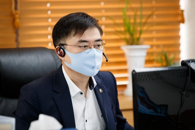 """손병두 """"소상공인 2차대출 한도 2000만원으로 상향...중복지원도 가능"""""""