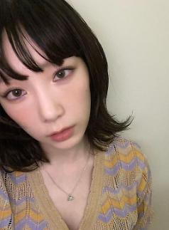 泰妍公开黑发造型 童颜美貌引热议