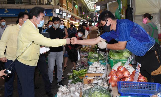 코로나 시국에도 유통산업 옥죄기 5년 연장…앞으로 첩첩산중