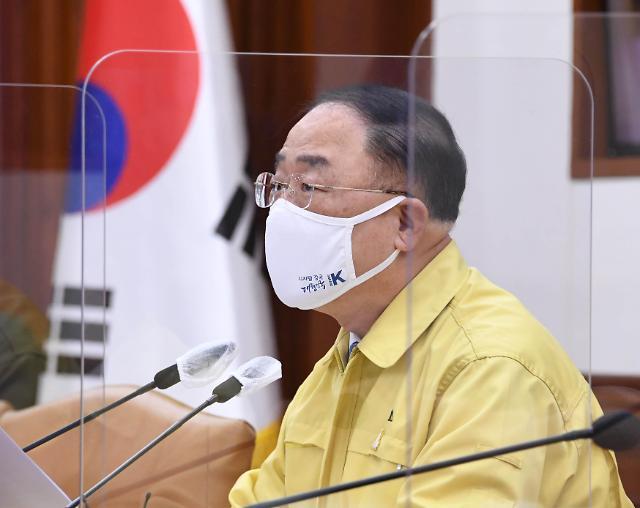 """홍남기 """"디지털 전통시장 500개 추진… 간편결제 확대해 수수료 1%로"""""""