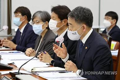 """박능후 """"독감백신 전국민 접종은 과유불급…정치 논쟁에 부적절"""""""