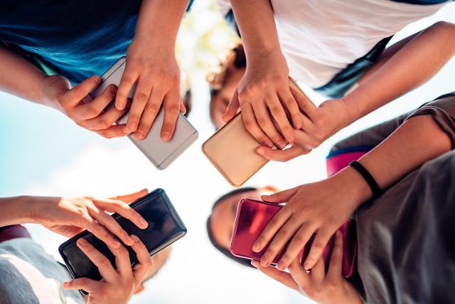 코로나19 확산에 디지털로 소통... 카카오톡 전송량 45%↑