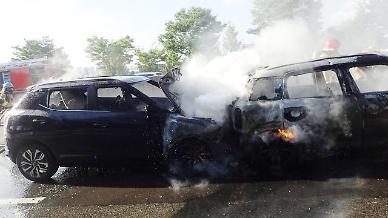 부산서 갓길 주차 트럭 들이받은 승합차 운전자 사망