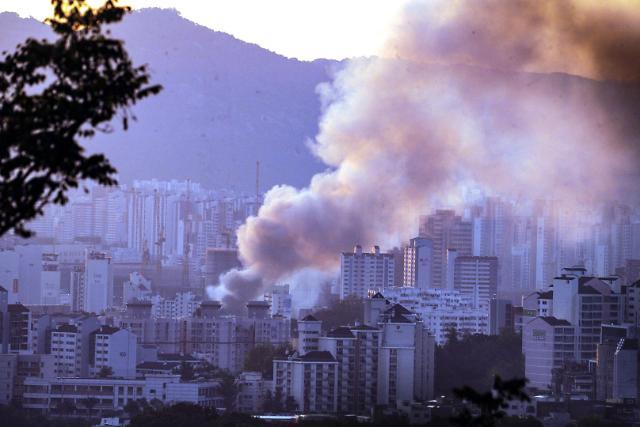 [슬라이드 뉴스] 통닭집서 시작된 불이 순식간에…청량리 청과물시장서 화재