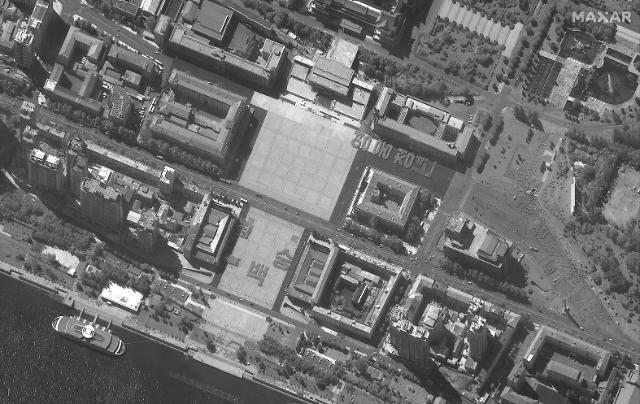 분주한 北에 요동치는 한반도…ICBM 공개냐 SLBM 시험발사냐
