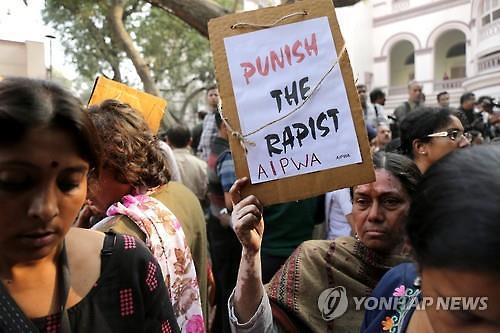 여성이 개만도 못한가...인도, 집단 성폭행에 임산부 배를 흉기로?