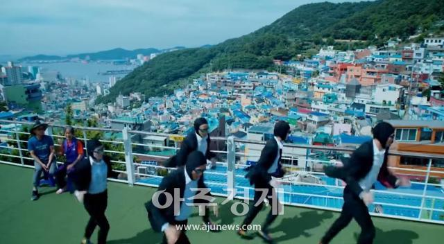 B급 감성 통했다…이날치 협업한 한국관광公 홍보영상 2억6000만뷰 잭폿