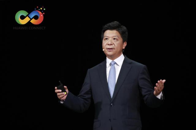 """궈핑 화웨이 순환회장 """"美 지속적 탄압에 경영 압박... '디지털 경제'가 성장 엔진"""""""