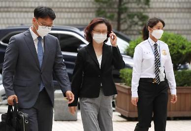 쓰러진 정경심 재판 연기 요청…법원 필요성 적다 불허