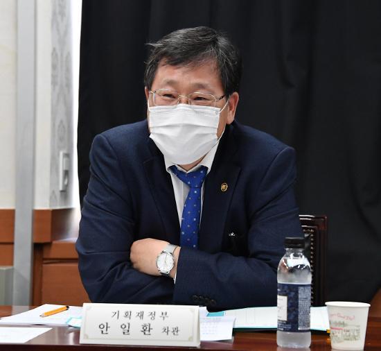 """안일환 기재차관 """"비경쟁인수 한도 확대 4분기로 연장"""""""