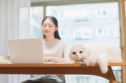 .Many S. Korean workers satisfied with telecommuting: survey.