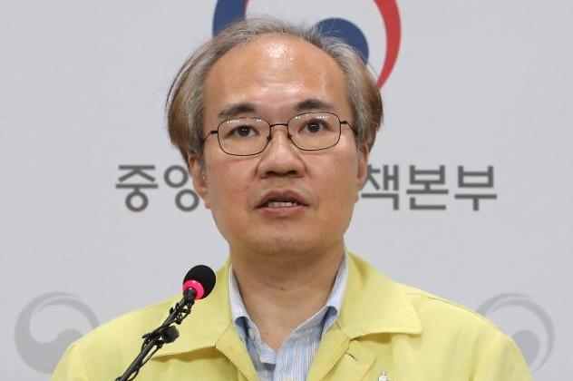 """45일 만에 지역발생 50명 미만…권준욱 """"위험 요소는 여전"""""""
