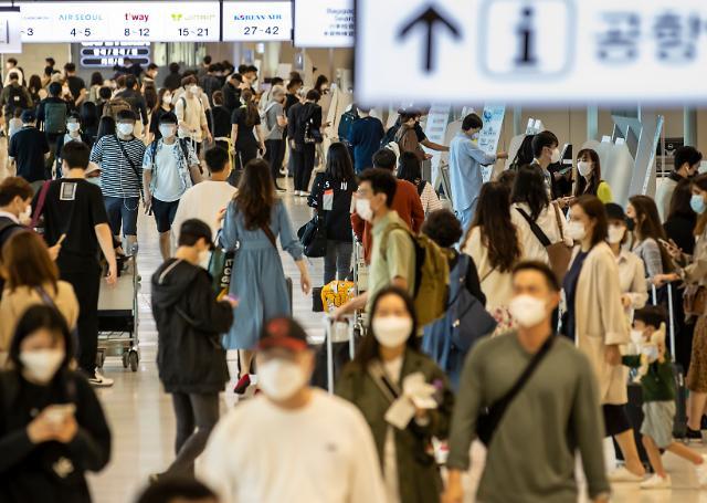 [포토] 붐비는 김포공항 탑승장