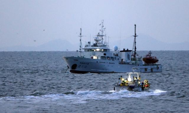 [슬라이드 뉴스] 실종 공무원 수색 작업…발견 가능성에 어민들은 회의적