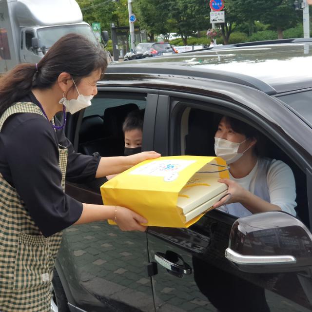도봉구, 어린이집 영유아 6600여명에 건강간식 꾸러미 전달