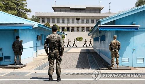 """JSA 견학 1년만에 재개...에이브럼스 유엔군 사령관 """"한국 방역 성공적"""""""