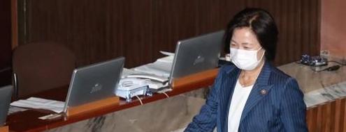 추 장관 의혹 무협의…</br>검찰개혁에 집중