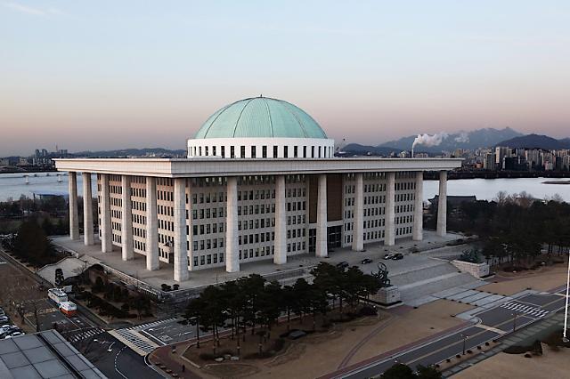 """국회 예산정책처 """"2060년 국가채무비율 158.7%"""" 전망"""