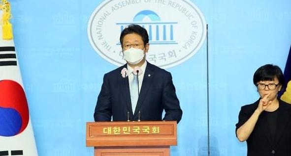"""민주당 """"북한군 피살 공무원, 월북 대화 확인…시신훼손 가능성 커"""""""
