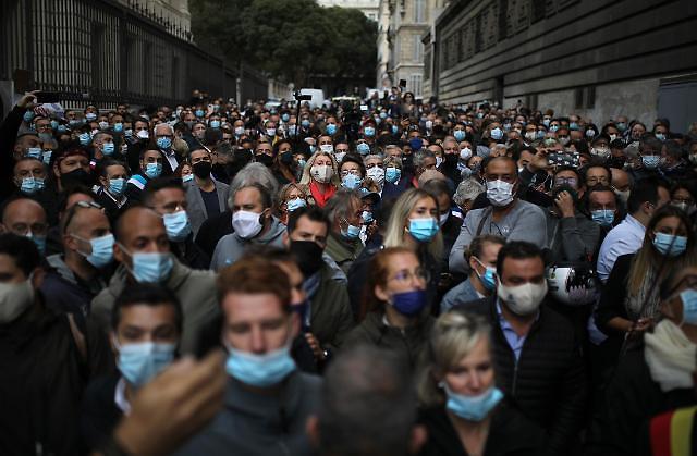 16초마다 1명씩 죽었다...전 세계 코로나 사망자 100만명 넘어