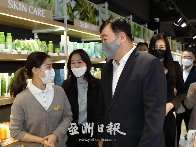 中秋佳节将至 中国驻韩大使邢海明走访慰问明洞商家
