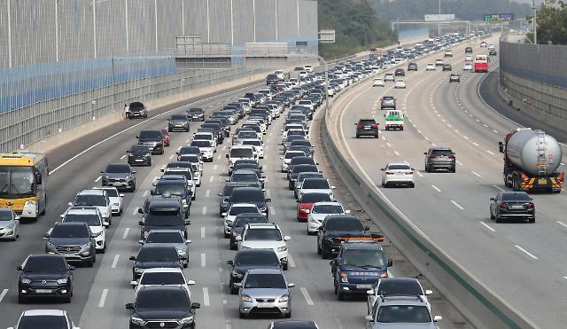 귀성길 고속도로 정체 지속…오후 7시께 해소 예상