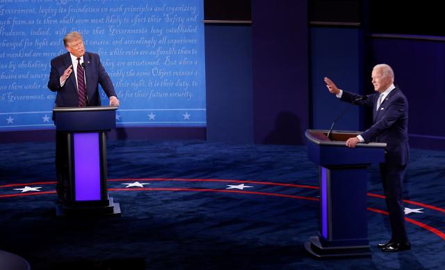 [포토] 토론회 나선 트럼프-바이든