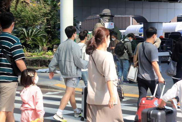 [슬라이드 포토] 추석 이동자제 무색…제주도는 관광객으로 북적
