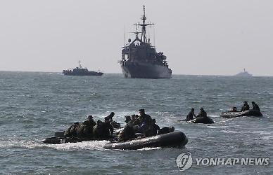 해군·해경, 선박 35척·항공기 7대 투입했지만... 11일째 빈 손