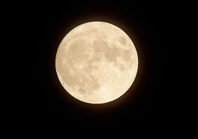 [포토] 휘영청 떠오른 한가위 보름달