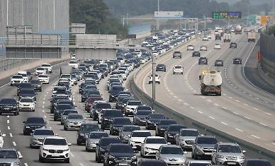 3년 간 명절 고속도로 통행료 면제 조치로 3000억원 경감