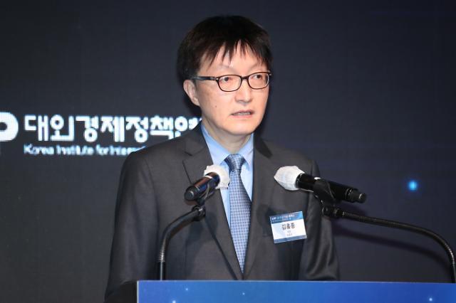 """김흥종 KIEP 원장, """"글로벌 환경변화 속 위기를 기회로 만들어야"""""""